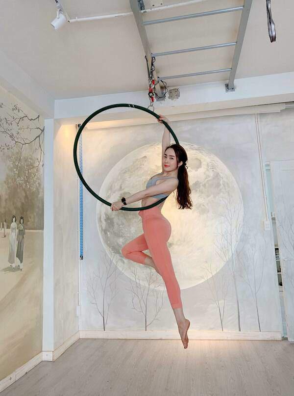 Khoe hình tập luyện trên không với body hoàn hảo từng centimet, Quỳnh Nga được khen đẹp như chị Hằng - Ảnh 6.