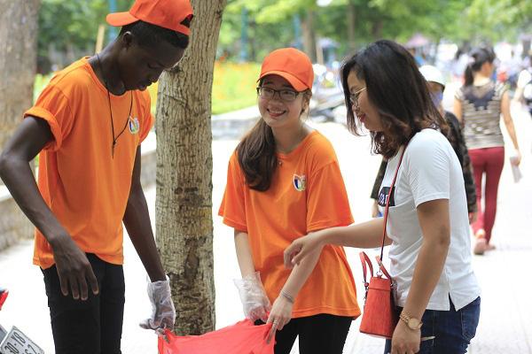 Nhiều trường đại học Việt Nam đón nhận du học sinh về nước vì COVID-19 - Ảnh 2.