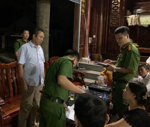 Nghệ An: Khởi tố thêm cán bộ Ban dân tộc tỉnh Nghệ An liên quan đến đề án phát triển người Ơ Đu - Ảnh 2.