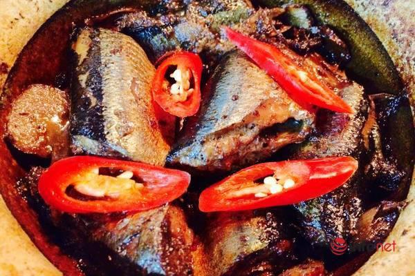 Cá nục kho riềng sả đậm đà ngon miệng - Ảnh 1.