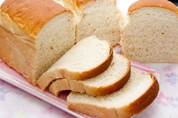 Biết được 5 tác hại khủng khiếp này của bánh mì bạn sẽ ngừng ăn ngay nếu như không muốn về già mắc bệnh - Ảnh 2.