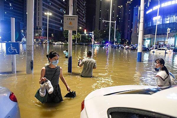 Tin Mới Nhất Về Lũ Lụt Tồi Tệ ở Trung Quốc Vỡ đe Nước Cuốn Phăng Hang Chục May Xuc Song Trường Giang Thiết Lập đỉnh Lũ Mới