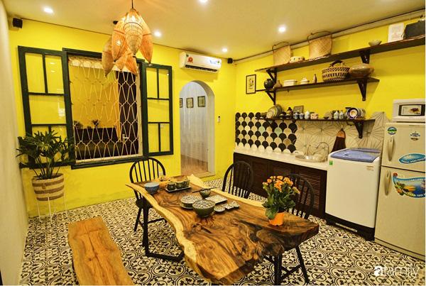Căn hộ tập thể màu vàng sắc nắng mang vẻ hoài cổ ấn tượng ở quận Hoàn Kiếm, Hà Nội - Ảnh 1.