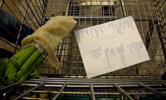 Tờ giấy nhỏ cực kì quan trọng để bạn đi siêu thị mà không lo bị cháy túi - Ảnh 1.