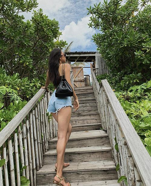 Diện quần short đẹp và đơn giản như sao Việt - Ảnh 1.