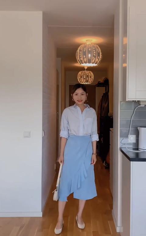 Mặc sơ mi trắng mãi rồi cũng chán, nàng công sở tìm ra thiết kế tương tự nhưng giúp chị em trẻ hơn vài tuổi  - Ảnh 3.
