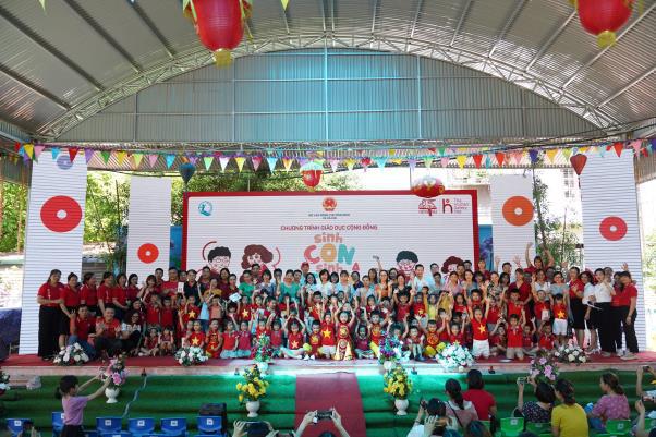 """Hơn 500 phụ huynh, cán bộ mầm non cùng các em thiếu nhi tỉnh Bắc Giang tham dự chương trình """"Sinh Con, Sinh Cha"""" đầu tiên - Ảnh 1."""