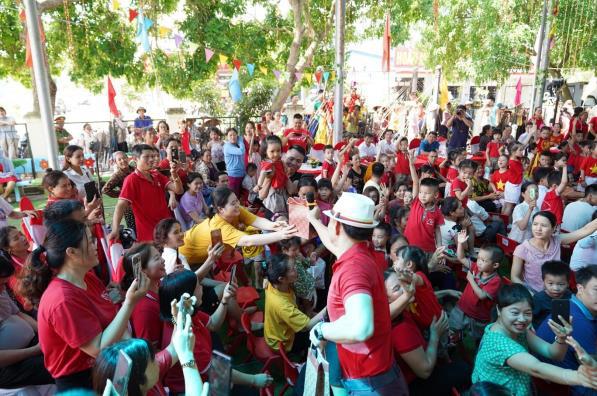 """Hơn 500 phụ huynh, cán bộ mầm non cùng các em thiếu nhi tỉnh Bắc Giang tham dự chương trình """"Sinh Con, Sinh Cha"""" đầu tiên - Ảnh 2."""