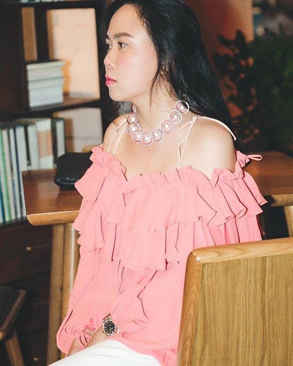 Bất chấp thân hình mũm mĩm, Phượng Chanel vẫn đam mê diện áo bẹt vai, hoá ra là có chiêu - Ảnh 11.
