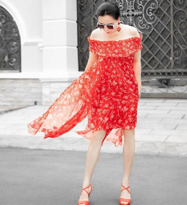 Bất chấp thân hình mũm mĩm, Phượng Chanel vẫn đam mê diện áo bẹt vai, hoá ra là có chiêu - Ảnh 3.