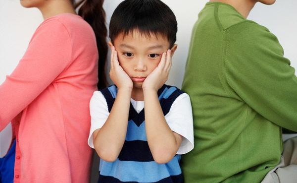 Sai lầm tai hại khi cố sống chung vì con, để lại hậu quả nặng nề cho đưa trẻ mà không biết - Ảnh 1.