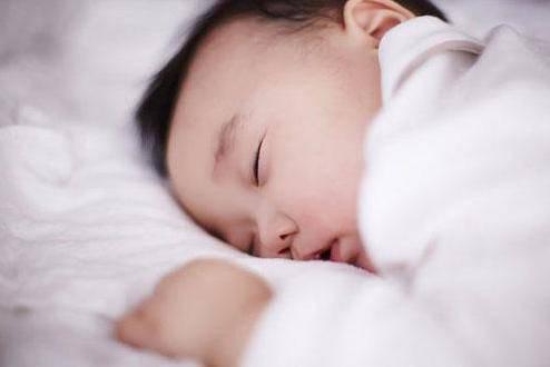 Trẻ sơ sinh có 3 thói quen này khi ngủ chứng tỏ não bộ đang phát triển cực tốt - Ảnh 1.
