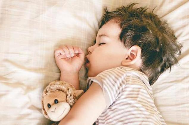 Trẻ sơ sinh có 3 thói quen này khi ngủ chứng tỏ não bộ đang phát triển cực tốt - Ảnh 3.