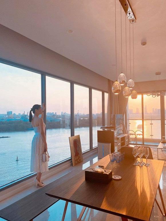 Căn hộ mới tậu của ca sĩ Lê Hiếu sang chảnh như khách sạn năm sao - Ảnh 2.