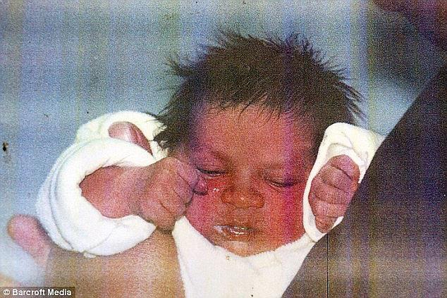Người mẹ bị kẻ xấu tiếp cận bắt cóc con gái mới sinh, đau khổ suốt 18 năm mới biết đứa trẻ sống cách nhà chỉ hơn 1 cây số - Ảnh 3.
