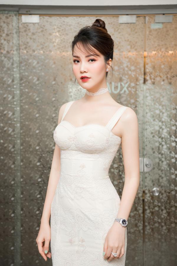 Nhan sắc rực rỡ của 3 nữ giám khảo Hoa hậu Việt Nam 2020 - Ảnh 9.