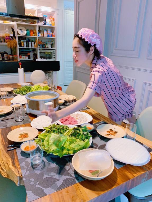 Chưa bao giờ khoe nhà nhưng Elly Trần vô tình để lộ không gian sống sang chảnh nhờ bộ ảnh cực sexy - Ảnh 15.