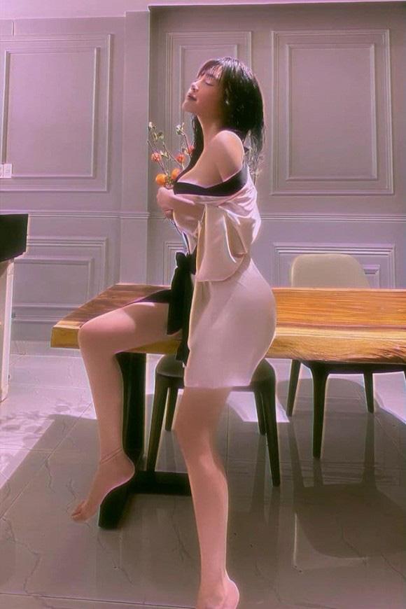 Chưa bao giờ khoe nhà nhưng Elly Trần vô tình để lộ không gian sống sang chảnh nhờ bộ ảnh cực sexy - Ảnh 2.