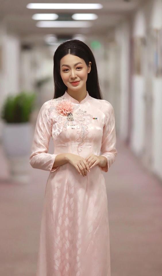 Vẻ xinh đẹp của MC Hồng Nhung Cà phê sáng - Ảnh 3.