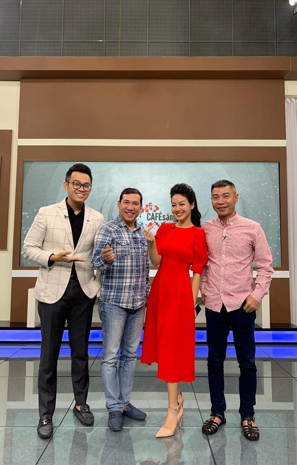 Vẻ xinh đẹp của MC Hồng Nhung Cà phê sáng - Ảnh 7.