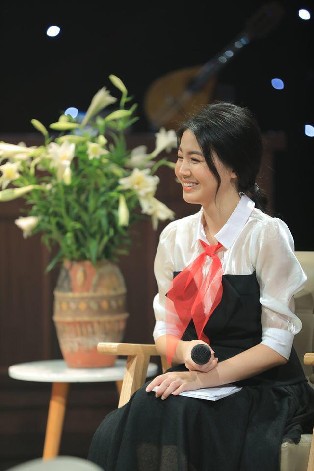 Vẻ xinh đẹp của MC Hồng Nhung Cà phê sáng - Ảnh 9.