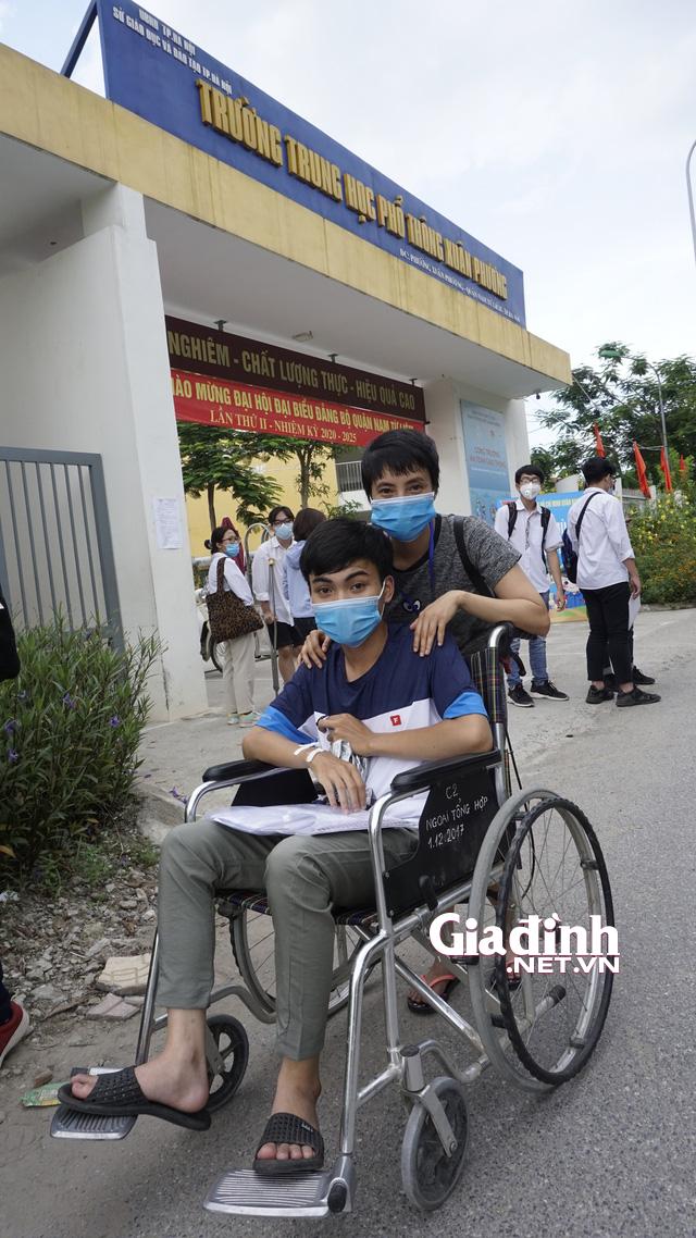 Đang còn nằm điều trị sau mổ ruột thừa, nam sinh quyết không bỏ lỡ kì thi tốt nghiệp THPT - Ảnh 3.