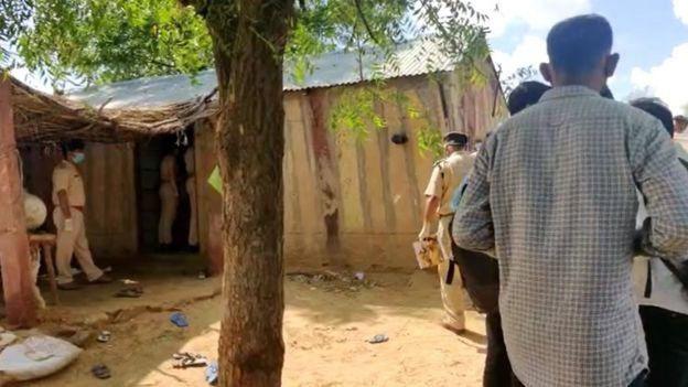 Phát hiện cả gia đình 11 người Pakistan chết bí ẩn trong đêm - Ảnh 2.