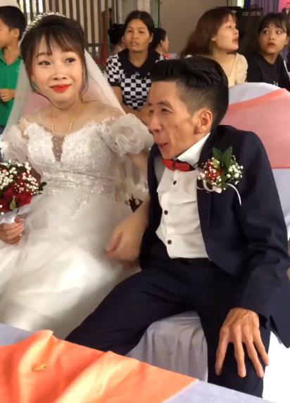 Đám cưới cổ tích ở Hà Giang: Cô gái xinh đẹp lấy chàng trai 1,30 m - Ảnh 2.
