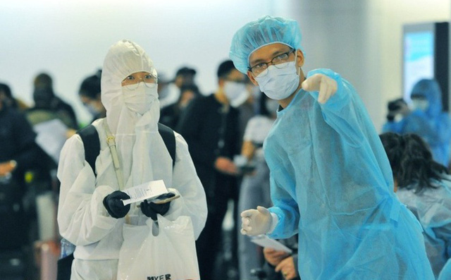 Phát hiện 5 chuyên gia Ấn Độ mắc COVID-19 ngay khi nhập cảnh Việt Nam - Ảnh 2.