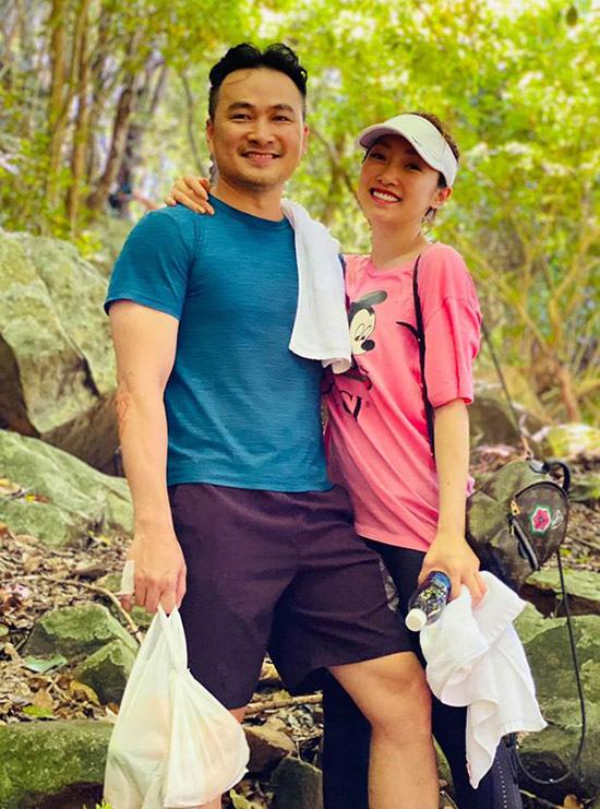 Chi Bảo quấn quýt bạn gái ở Côn Đảo - Ảnh 3.