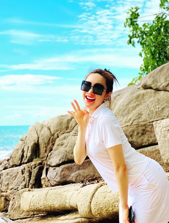 Chi Bảo quấn quýt bạn gái ở Côn Đảo - Ảnh 7.