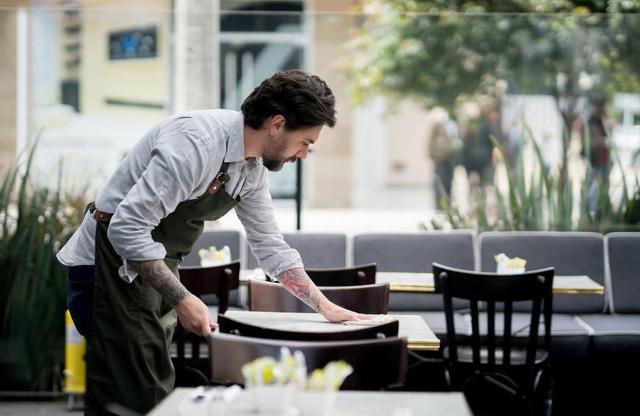 Những bí mật khủng khiếp đằng sau căn bếp mà nhà hàng thường che giấu - Ảnh 3.