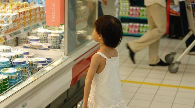 Mẹ Nhật cho con đi siêu thị, đứa trẻ không bao giờ đòi hỏi, mẹ Việt biết sẽ khâm phục - Ảnh 2.