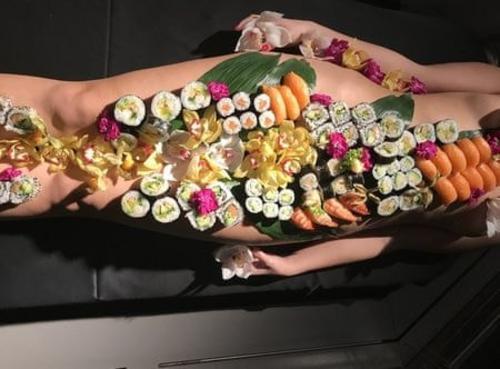Bí mật bất ngờ đằng sau những bữa tiệc Sushi khỏa thân đầy phấn khích và sức hút - Ảnh 2.