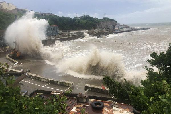 Tin bão lũ mới nhất ở Trung Quốc: Hết Trường Giang đến sông Hoàng Hà bị đe dọa, người dân khốn khổ khó khăn chồng chất - Ảnh 2.