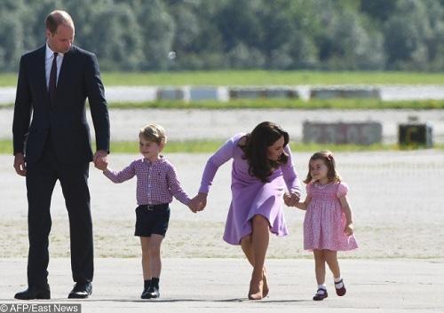 Sẵn sàng ngồi xuống đòi một đứa trẻ trả đồ chơi cho con và cách dạy con đáng nể của công nương Kate Middleton - Ảnh 4.