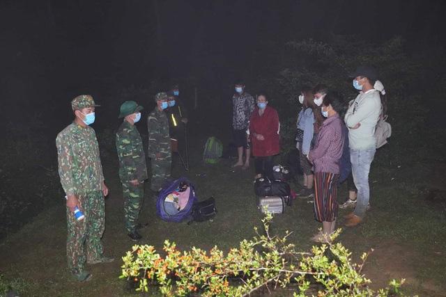 Mẹ ôm con nhỏ băng rừng trốn từ Trung Quốc về Việt Nam - Ảnh 4.