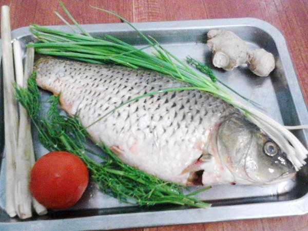 Nhiều người quen ướp gia vị khi hấp cá nhưng phải cho thứ này vào cá mới thơm ngọt, không bị tanh và khô - Ảnh 2.