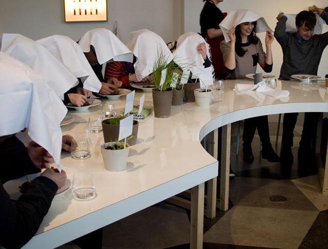 Món thịt chim nướng trên bàn ăn của các đại gia và nỗi đau của các con chim họa mi bị giết thịt một cách rùng rợn - Ảnh 3.