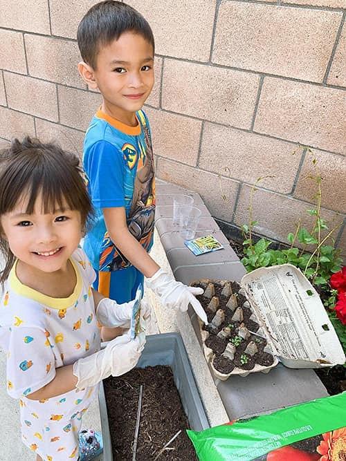 """""""Búp bê"""" Thanh Thảo tránh dịch COVID-19 fan mới có dịp ngắm khu vườn đầy hoa trái trong biệt thự triệu đô của cô ở Mỹ - Ảnh 7."""