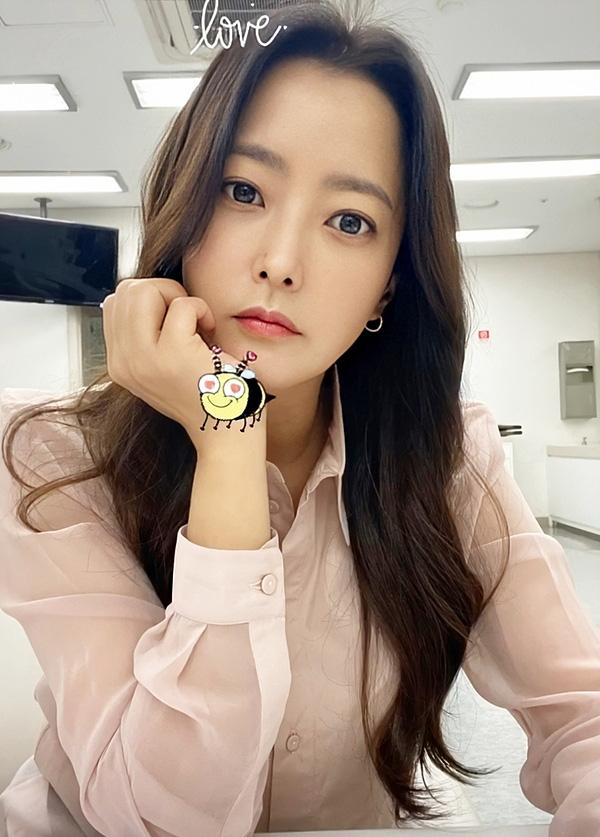 Kim Hee Sun tiết lộ 4 bí quyết để trẻ mãi không già - Ảnh 2.