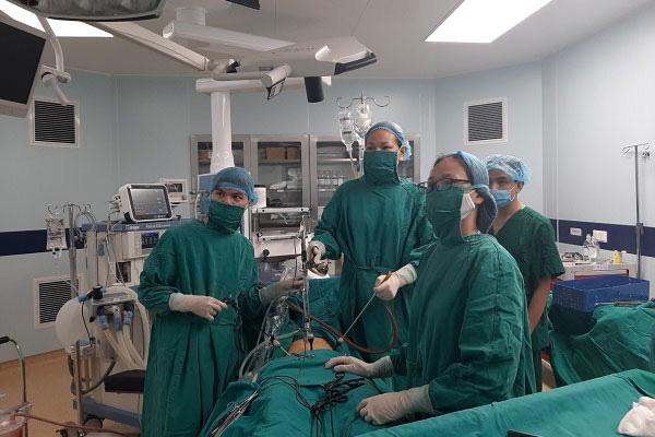 Chậm kinh 20 ngày, đau tức vùng bụng, nữ bệnh nhân không ngờ mang thai ở vị trí hiếm gặp - Ảnh 1.