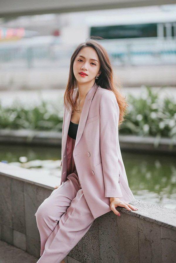 Hương Giang lúc nào cũng chanh sả nhờ diện blazer cực khéo, các nàng hóng ngay để lên hạng phong cách - Ảnh 4.
