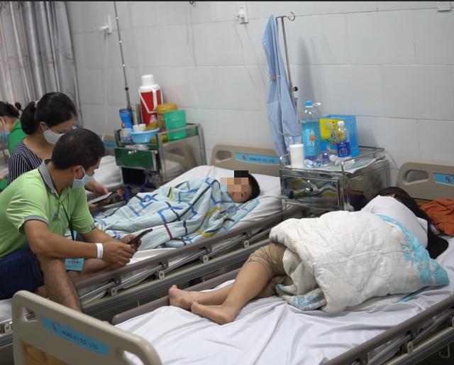 TPHCM: 45 người nhập viện nghi ngộ độc thực phẩm ở trường học - Ảnh 1.