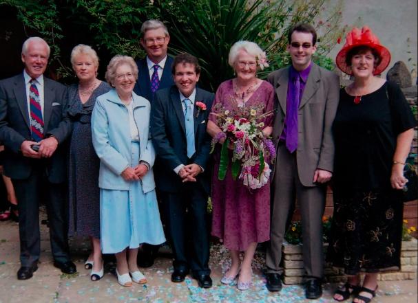 15 năm hôn nhân của bà cụ 83 và chồng 45 tuổi - Ảnh 3.