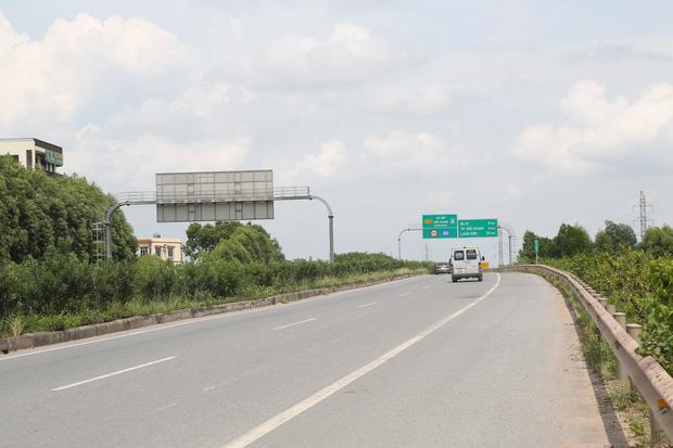Đám tang đẫm nước mắt, hàng trăm người dân đến tiễn đưa chiến sĩ CSCĐ bị tài xế xe khách tông tử vong - Ảnh 2.