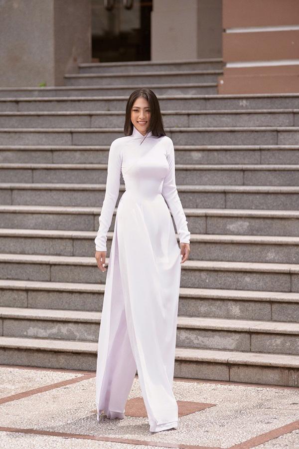 Thiếu nữ lớn lên trong cô nhi viện, eo 58cm dự Hoa hậu Việt Nam 2020 - Ảnh 10.