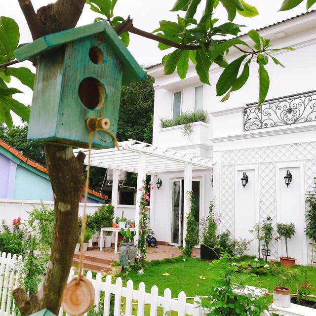 Biệt thự nhà vườn ngập tràn các loại hoa của gia đình ở Bình Dương - Ảnh 2.
