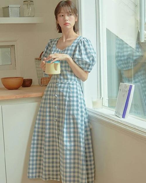 Những mẫu váy ca rô hợp văn phòng, tiện dạo phố - Ảnh 5.