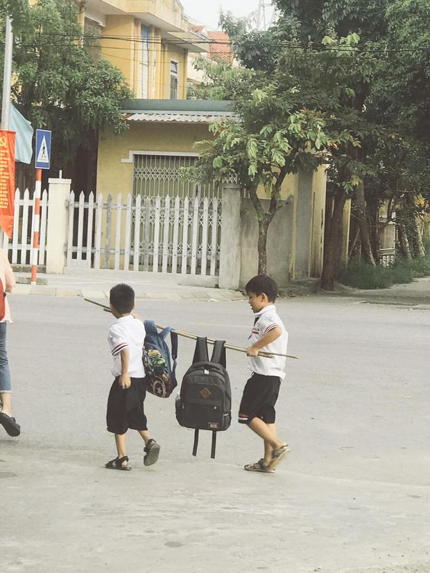 Bức ảnh đôi bạn thân Tiểu học cùng nhau gánh cặp: Cả một thời tuổi thơ ùa về! - Ảnh 3.